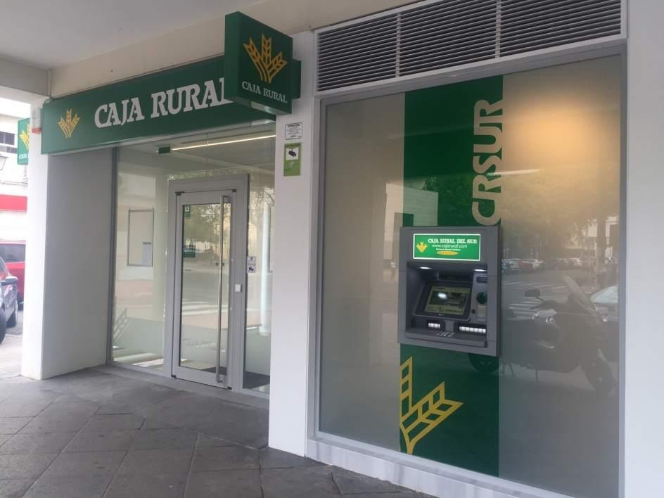 Caja rural del sur inaugura oficina en la avenida de reina for Caja rural de navarra oficinas vitoria