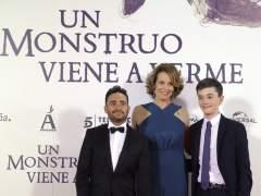 """Bayona y Sigourney Weaver presentan a su 'monstruo' en Madrid: """"Hay muchos en el mundo actual"""""""
