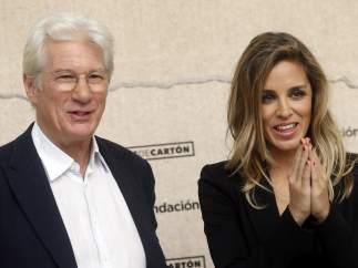 Richard Gere y su pareja Alejandra Silva