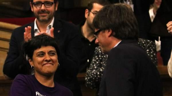 Puigdemont y Anna Gabriel en el pleno del Parlament.