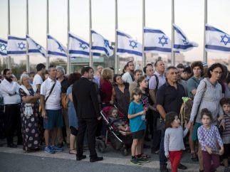 El pueblo rinde homenaje a Peres