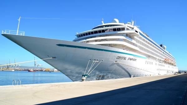 El Puerto de Tarragona recibe por segunda vez el crucero Crystal Symphony