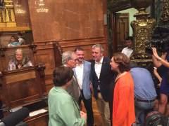 El exalcalde Xavier Trias vuelve al pleno municipal entre aplausos