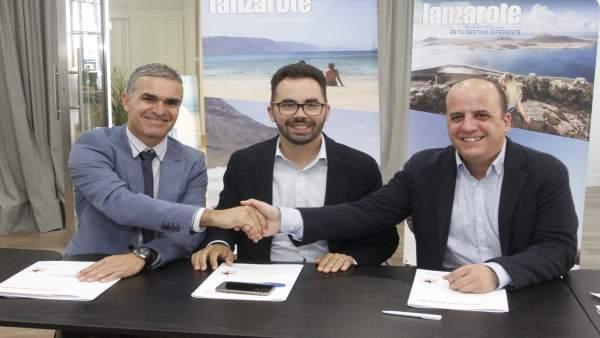 Un acuerdo entre el Cabildo y la compañía aérea que se reedita por séptimo año