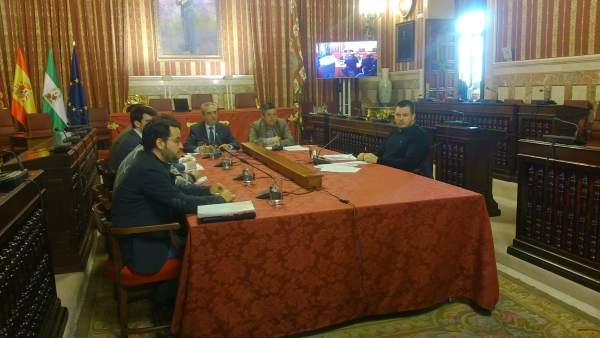 Una de las sesiones de la comisión de Fitonovo.