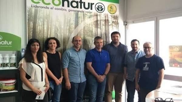 Los responsables del proyecto durante una reunión celebrada