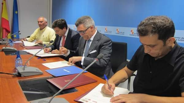 El consejero de Empleo y los agentes del Diálogo Social firman el acuerdo