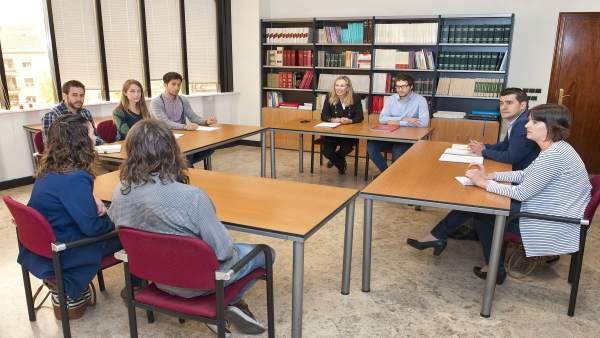 Izaskun Goñi con la Asociación de Jóvenes Empresarios de Navarra.