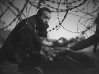 Fotografía ganadora de World Press Photo 2016, de Warren Richardson