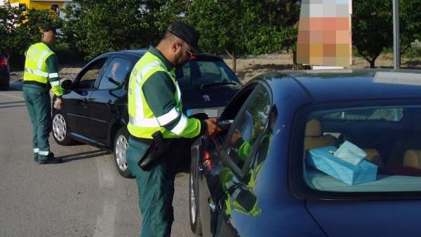 La Guardia Civil controla 2.896 conductores en la Región