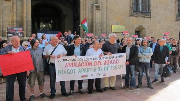 Concentración en apoyo de los nueve imputados del Jovellanos.