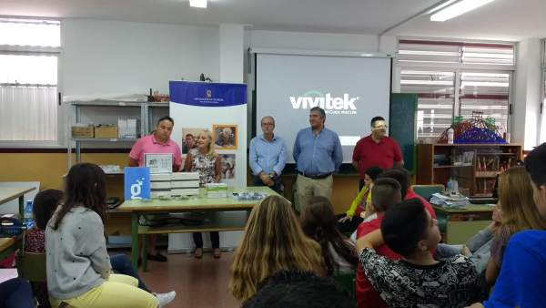 Diputación entrega kits de robótica al IES 'Río de Aguas' de Sorbas.