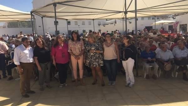 Luna (izda.) durante el acto celebrado en Aguilar de la Frontera