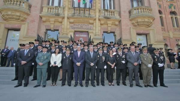 Agentes y autoridades en el día de la Policía Nacional