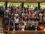 Diputados del PSOE aplaudiendo a Pedro Sánchez