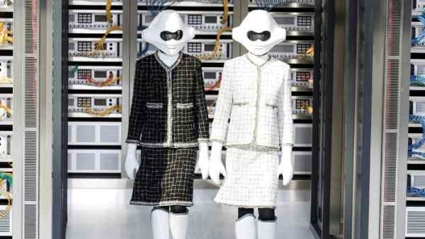 120aeb8fe Los robots de Chanel arrasan en la Semana de la Moda de París