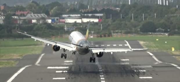 Aterrizaje frustrado de un avión en Birmingham