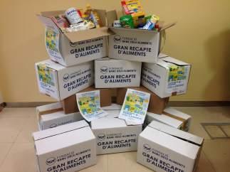 Cajas con comida para el Banc dels Aliments.