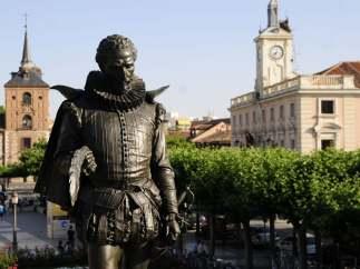 Escultura de Cervantes en Alcalá