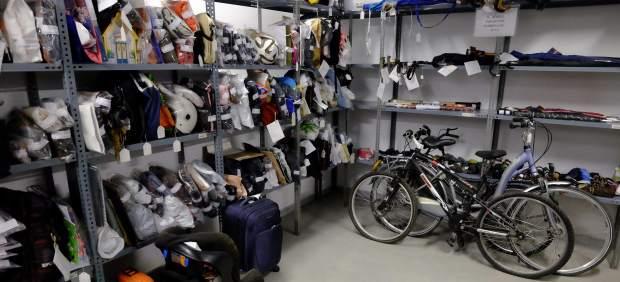 La oficina de objetos perdidos de m laga logra devolver for Oficina objetos perdidos valencia