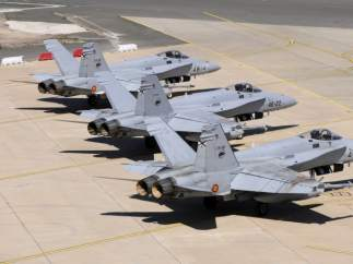 CAZABOMBARDERO F-18