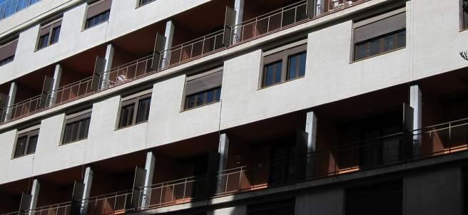 Fachada exterior de la Casa Bloc. Vivienda, pisos, alquiler social, refugiados.