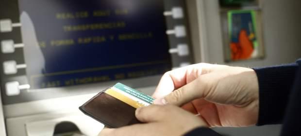 Requisitos para acceder a la cuenta bancaria gratuita para familias vulnerables aprobada por el ...