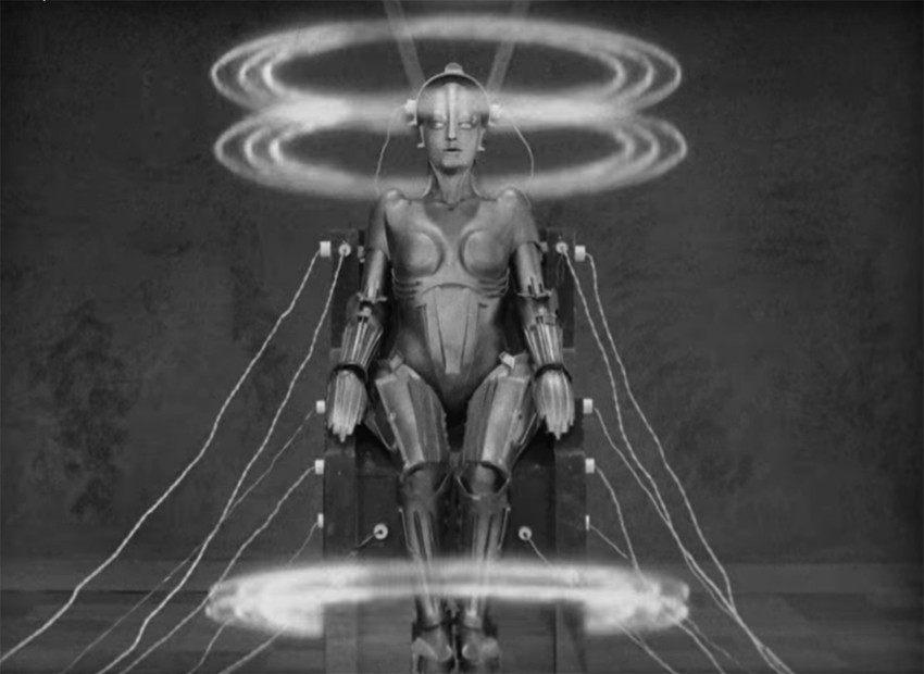 María (1927). En Metrópolis vimos la primera máquina del cine que fue construida para controlar a los humanos. Era una réplica robótica de María, la protagonista que defendía la causa de los trabajadores.