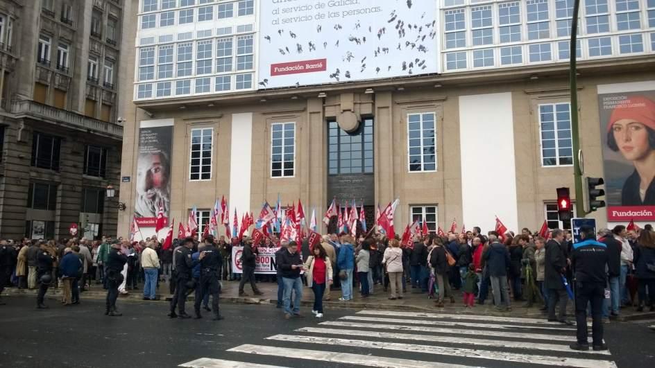 Unas 200 personas se concentran en a coru a en contra del for Pastores alemanes en coruna