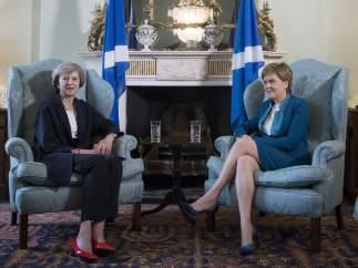 May y Sturgeon