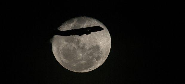 Volando sobre la luna