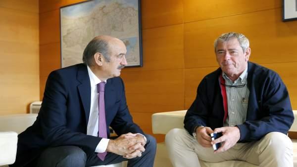 Mazón se reúne con el alcalde de Bareyo