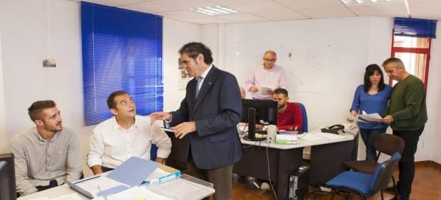 Antonio Torres, diputado de Asistencia a Municipios, en los despachos del área.