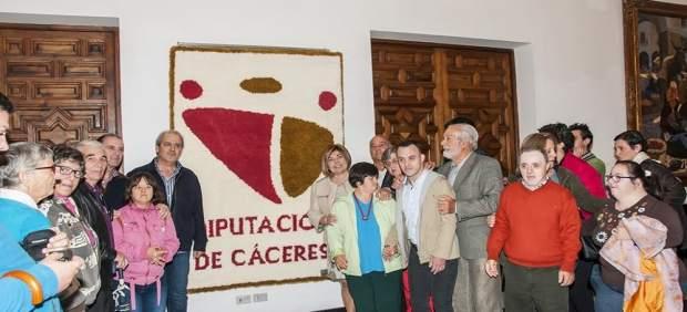 Usuario de Placeat ragalan un tapiz a la Diputación de Cáceres