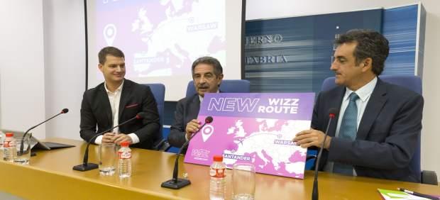 Revilla y Martín anuncian la nueva conexión de Wizz Air a Varsovia