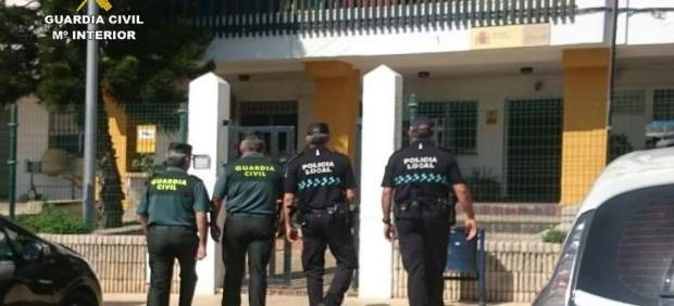 Agentes de la Guardia Civil y de la Policía Local de Lepe