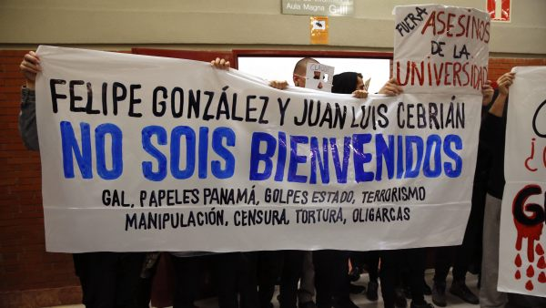 Protesta contra Felipe González en la Autónoma