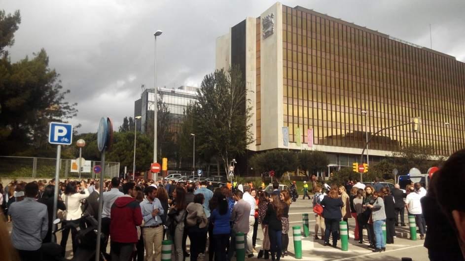 Evac an a 900 trabajadores de las oficinas de nestl por for Oficinas de fecsa endesa en barcelona