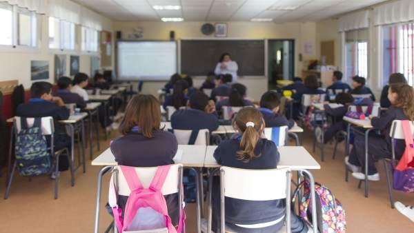 Colegio, escuela, aula, primaria, clase, niño, niña, niños, estudiando