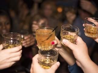 El presidente de Sri Lanka vuelve a prohibir vender alcohol a las mujeres