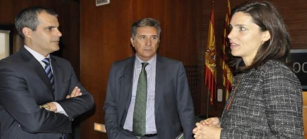 Paz Guzmán con dos diputados