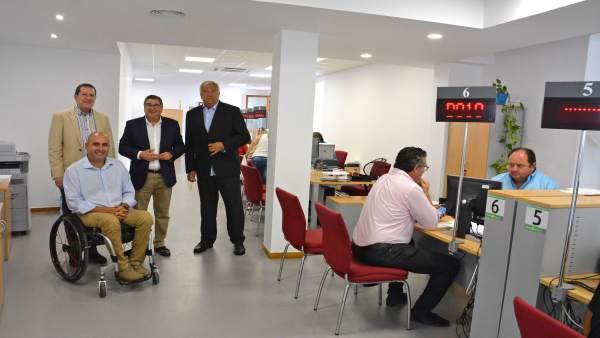 V lez finaliza el traslado de la oficina de atenci n al ciudadano y del consumidor al mercado de - Oficina de atencion al consumidor valencia ...