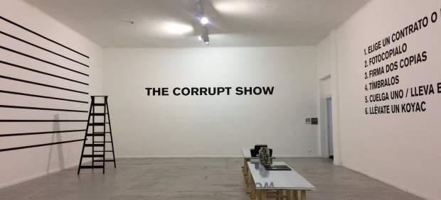 Superflex convierte la corrupción en propuesta artística en Las Naves