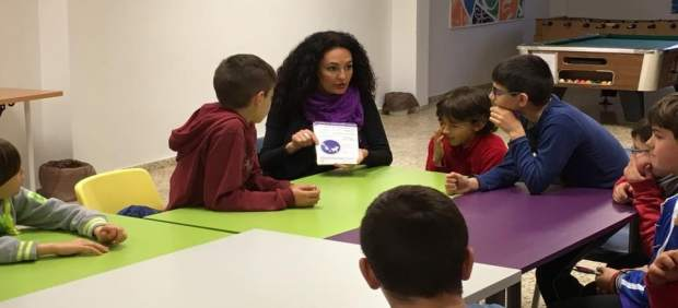 Lourdes Martín con miembros del consejo de la Infancia