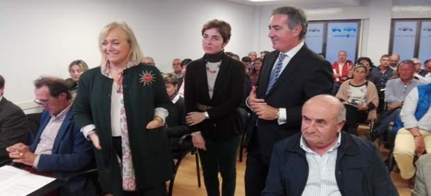 Mercedes Fernández, a la izquierda