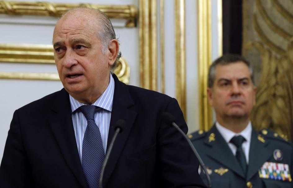 Deber a dimitir el ministro del interior por su for Ministro del interior espana 2016