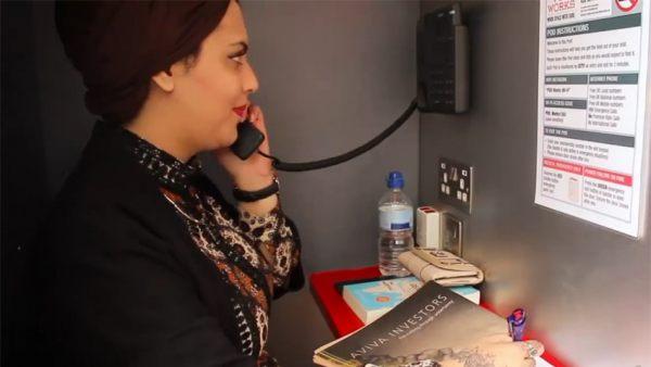 Su oficina es una cabina telef nica de londres for Red de una oficina