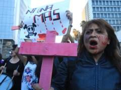 Asesinan y empalan a una mujer en México el mismo día de las protestas exigiendo #NiUnaMenos