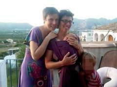 El matrimonio junto a dos de sus hijos