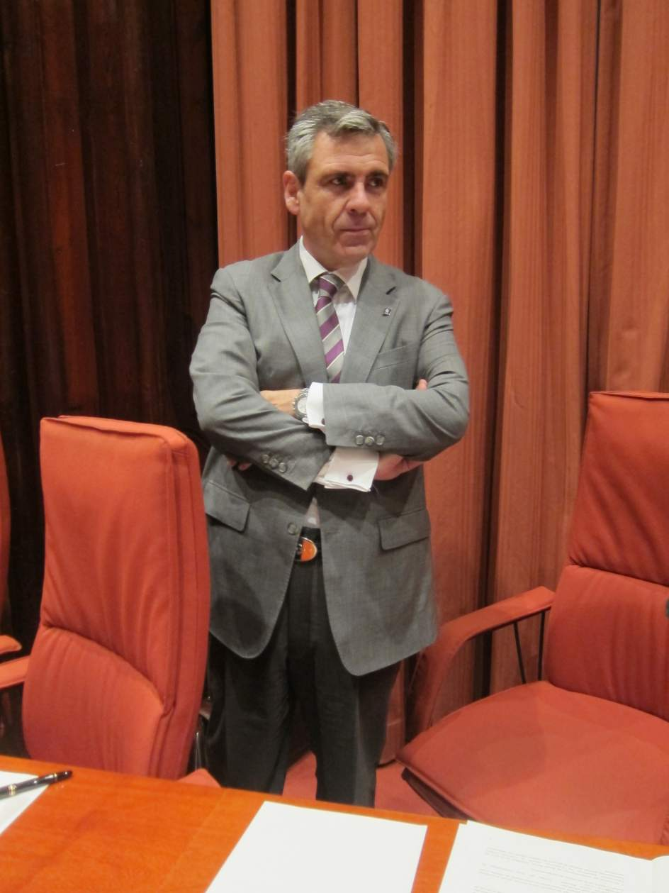 El exdirector de la oficina antifraude de catalu a daniel for Oficina nacional de deportes